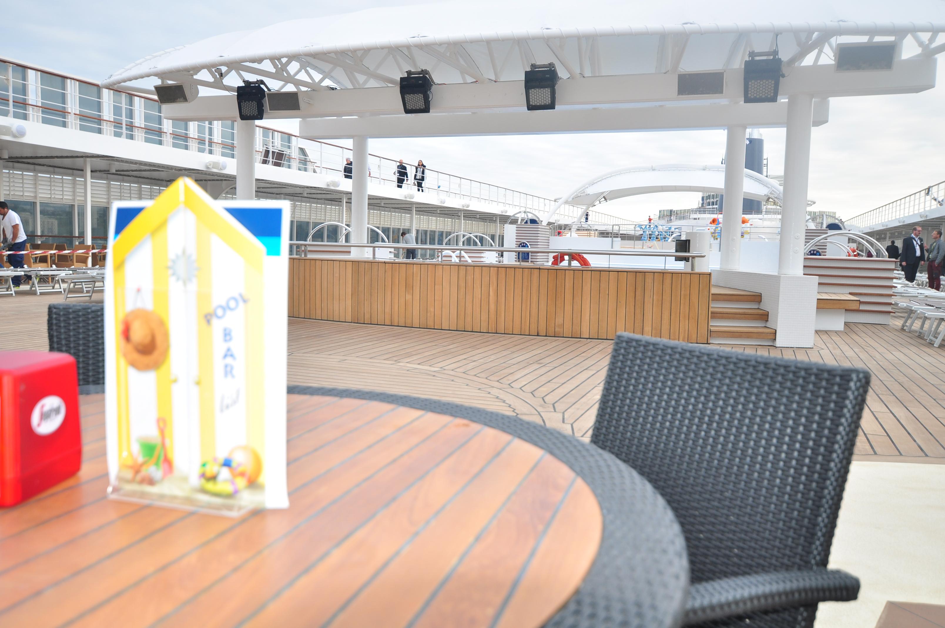 Msc armonia ses nouveaut s en photos blog de for Bar exterieur pour piscine