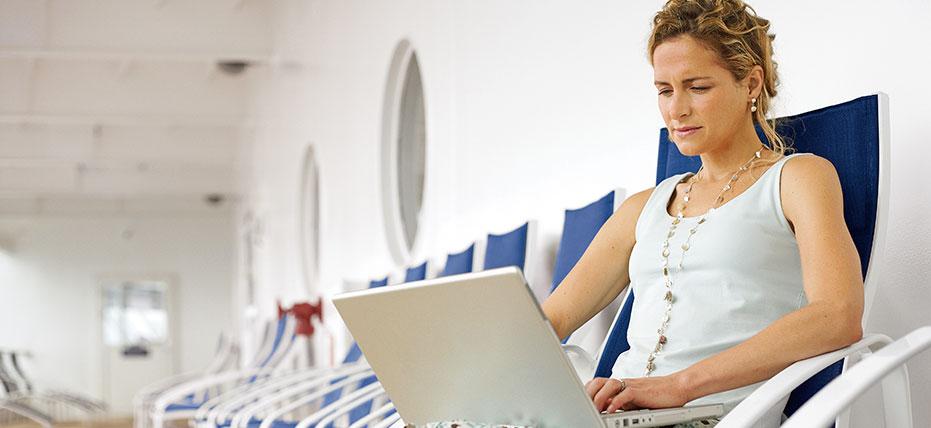 Réserver une croisière sur Internet avec une agence spécialisée en croisières. Photo Royal Caribbean